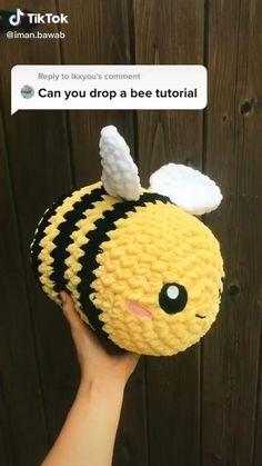 Crochet Bee, Kawaii Crochet, Cute Crochet, Crochet Crafts, Yarn Crafts, Crochet Projects, Sewing Projects, Kawaii Felt, Crochet Pouf