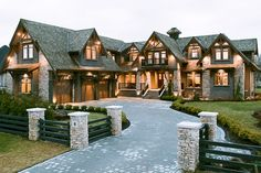This ranch style house makes me drool. - This ranch style house makes me drool. Dream House Exterior, Dream House Plans, Big Houses Exterior, Ranch Exterior, Rustic House Plans, Craftsman House Plans, Casas Tudor, Future House, My House