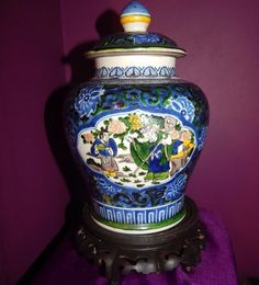 ANTIQUE VASE PORCELAIN CHINESE OLD Wooden Stand FAMILLE VERTE BLUE WHITE Kangxi