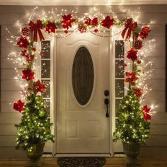 Unique Christmas Door Decorations, Diy Christmas Lights, Simple Christmas, Christmas Home, Christmas Wreaths, Christmas Porch Decorations, Christmas Lights Outside, Decorate Fireplace For Christmas, Diy Outdoor Christmas Decorations