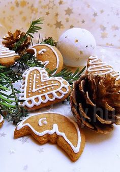 Christmas Gingerbread, Gingerbread Cookies, Christmas Cookies, Hungarian Cookies, Hungarian Recipes, Merry Christmas And Happy New Year, Yule, Cake Cookies, Cookie Decorating