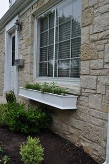 I love these window boxes with the molding on them.  I wish I'd seen them five years ago.  I have the perfect place for one!