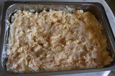 Τέλεια λύση όταν βαριέσαι ή βιάζεσαι να μαγειρέψεις !!!! Πιο εύκολη δεν υπάρχει !!! Υλικά 2 κούπες τσαγιού γιαούρτι 4 αυγά 2 κούπες και κάτι αλεύρι που φουσκώνει 1 φρέσκο ψιλοκομμένο κρεμμυδάκι προαιρετικά λίγο πιπέρι 4 κουταλιές σούπας ελαιόλαδο 400 γραμ φέτα λιωμένη Puff Pastry Recipes, Time To Eat, Greek Recipes, Fajitas, Macaroni And Cheese, Food Processor Recipes, Tart, Banana Bread, Appetizers