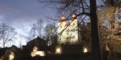 Wer die Radetzkystraße stadtauswärts fährt, dem ist sie bestimmt schon aufgefallen. Auf einer Anhöhe steht die Kreuzberglkirche mit ihren beiden markanten Zwiebeltürmen. Klagenfurt, City