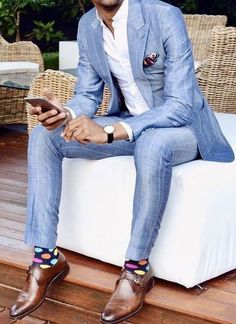 light Blue suit has never been more popular for men's suits. Stylish Mens Fashion, Mens Fashion Blog, Mens Fashion Suits, Fashion Pants, Men's Fashion, Mens Suits Style, Fashion Trends, Fashion Styles, Der Gentleman