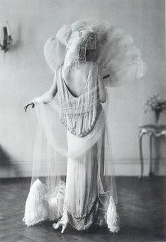 """Evening Gown by Norman Hartnell, 1924 , originally uploaded by Gatochy . """"The long, white evening gown by Norman Hartnell, migh. Glamour Vintage, Vintage Beauty, 1920s Glamour, Vintage Bridal, Hollywood Glamour, Roaring 20s Wedding, 1920s Wedding, Roaring Twenties, Flapper Wedding"""