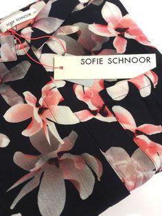 Smuk skjorte fra Sofie Schnoor. Flowet shirt.