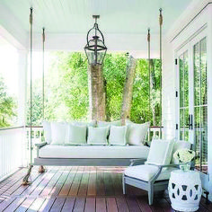 31 Fabulous Front Porch Makeover Ideas On A Budget - First impressions are important. So, why would you greet your guests with a sagging front porch and a weathered door? Farmhouse Porch Swings, Cottage Porch, Farmhouse Landscaping, Farmhouse Front, Cottage House, Farmhouse Plans, Farmhouse Design, Modern Farmhouse, Front Porch Plants