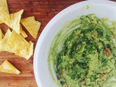 Videorecept: Guacamole (avokádová nátierka) Guacamole, Mexican, Ethnic Recipes, Food, Essen, Meals, Yemek, Mexicans, Eten