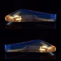 【ancient_breath2016】さんのInstagramをピンしています。 《3000万年の時を経て、磨かれ、蒼く輝く本物のブルーアンバーは、あなたの物語を永遠に包みます。(ブラックライトは使用しておりません) - 商品名:EA00001 原産地:ドミニカ共和国 加工国:ドミニカ共和国 カラット: 5ct サイズ: 31.66mm x 12.68mm x 4.45mm (LxWXH) かたち:フリーフォーム 処理: 非処理 天然 カット職人:J.Rodriguez - 小売金額:35000円 - ご興味があれば、DMを!  #自然 #アンバー#琥珀#パワーストーン#神秘#森#樹脂#アクセサリー#息吹 #ハンドメイド#素材 #ルース#ハンドメイドアクセサリー#オッズアイ#ロシアンブルー#手作り》