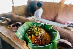 35 Sri Lanka Photos to Inspire You to Visit - Polkadot Passport Sri Lankan Curry, Sri Lankan Recipes, Tour Operator, Train Rides, Spicy Recipes, Afternoon Tea, Traveling By Yourself, Make It Yourself, Passport