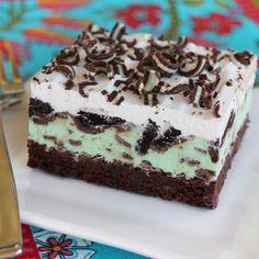 Mint Chip Ice Cream Brownie Squares @keyingredient #dessert #brownies #chocolate