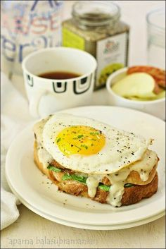A Vegetarian Croque Madame/ Croque Monsieur Provençal (French Toasted Tomato & Cheese Sandwich With/ Without Egg) Food Recipes For Dinner, Food Recipes Homemade French Vegetarian Recipes, Vegetarian Sandwich Recipes, Breakfast Sandwich Recipes, Raw Food Recipes, Veggie Recipes, German Recipes, Eat Breakfast, Free Recipes, Paninis