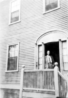 Lovecraft in the doorway of his home at 66 College Street, Providence. Believed to be taken in Lovecraft Cthulhu, Hp Lovecraft, Online Psychology Degree, Yog Sothoth, Dream Song, Lovecraftian Horror, Online College, Weird World, The Conjuring