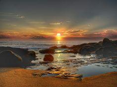 Coucher de soleil destination au bord de la mer