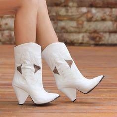 Makron Beyaz Dikiş Desenli Western Bot  #white #heels #boots #western #beyaz #topuklu #bot #kovboy White Heels, Western Boots, Westerns, Booty, Ankle, Shoes, Fashion, Moda, White High Heels