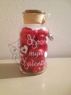 Jaliska: Snoeppot voor Valentijn beplakt met Hexis Ecotac vinylfolie. http://www.jaliska.nl/index.php?item=vinylfolie-hexis-ecotac-mat&action=page&group_id=41&lang=nl