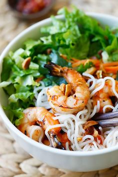Vietnamese BBQ Shrimp Vermicelli or Bun Tom Heo Nuong is a delicious and healthy noodle dish with shrimp and lots of vegetables, served with a sauce. Seafood Dishes, Seafood Recipes, Cooking Recipes, Noodle Recipes, Cooking Tips, Healthy Salads, Healthy Eating, Healthy Recipes, Healthy Rice