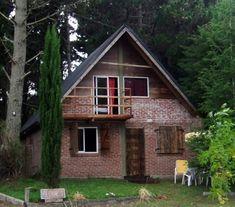 Estas fachadas de cabañas pertenecen al area de la Costa Atlántica Argentina. Cabana, Patio, House Styles, Home Decor, Lofts, Model House, Compact House, New Houses, Bedrooms