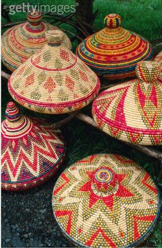 Traditional 'Injera' baskets for sale by the roadside. Injera is the pancake used as a base on which to serve almost all meals. Addis Ababa, Ethiopia by Frances Linzee Gordon Afrique Art, African Theme, Zulu, Weaving Art, African Design, Basket Weaving, Woven Baskets, Textiles, Textures Patterns