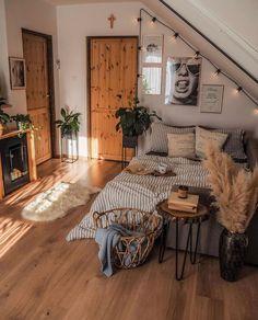 Room Ideas Bedroom, Home Bedroom, Bedroom Inspo, Bedroom Table, Decor Room, Room Decorations, Home Decor, Decor Crafts, Kids Bedroom
