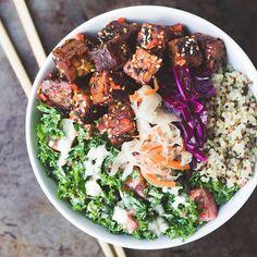 quinoa • kale salad massaged with a creamy lemon garlic tahini sauce (which basically tastes like caesar dressing!) • @hurlyburlyfoods jalapeño & oregano slaw • homemade red cabbage cinnamon slaw with @mr_organic turmer...