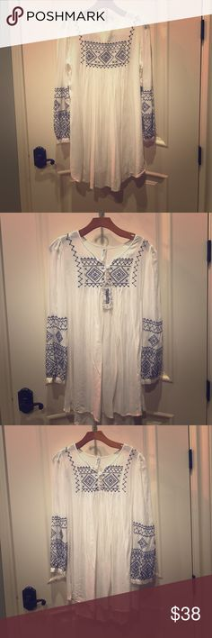 Boutique Blouse NWT Small Ivory/Navy Stitching Tops Blouses