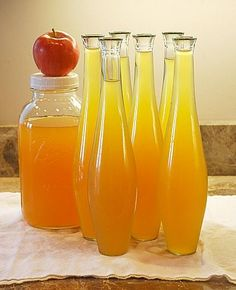 Apple Pie Liqueur, oh I need to make this. not quite apple pie moonshine but will do in a pinch. Homemade Liqueur Recipes, Homemade Alcohol, Homemade Liquor, Homemade Apple Pies, Apple Liqueur Recipe, Cordial Recipe, Homemade Gifts, Cocktail Drinks, Fun Drinks