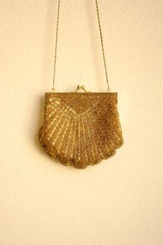 80s goes 50s Beaded Scallop Shell Golden Purse with Chain Strap
