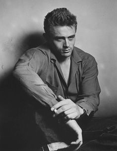 James Dean became one of the most iconic actors of modern times. Roy Schatt's legendary photos of him at the Actors Studio in the reveal why. Hollywood Actor, Classic Hollywood, Old Hollywood, Hollywood Style, Indiana, American Idol, American Actors, James Dean Photos, Rebel Without A Cause