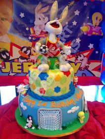 Cute Looney Tunes cake!