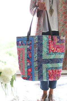 Amy Butler's You Complete Me Tote in Soul Mate prints Amy Butler, Patchwork Bags, Quilted Bag, Handmade Handbags, Handmade Bags, Bag Quilt, Quilt Patterns, Sewing Patterns, Fabric Tote Bags