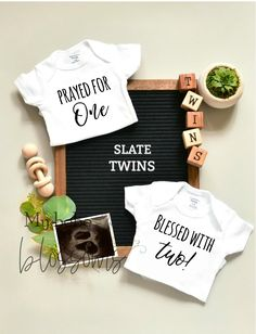 Twins Announcements Template - for Social Media Announce Twin Baby Announcements, Fall Pregnancy Announcement, Baby Announcement Pictures, Cute Pregnancy Announcement, Unique Baby Announcement, Ivf Twins, Expecting Twins, Cute Twins, Twin Babies