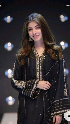 Party Wear Indian Dresses, Pakistani Fashion Party Wear, Designer Party Wear Dresses, Indian Fashion Dresses, Indian Designer Outfits, Party Dresses, Beautiful Pakistani Dresses, Pakistani Dresses Casual, Pakistani Dress Design