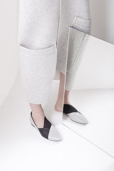 Dyan creates unique leather shoes that comes from the designer's personal vision and inner sensitivity. Leather Shoes, Heeled Mules, Silhouette, Pure Products, Heels, Collection, Fashion, Leather Dress Shoes, Heel