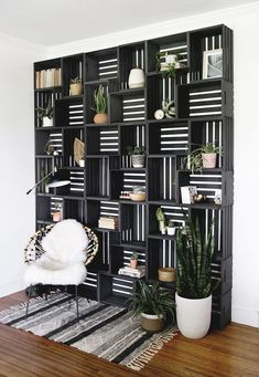 Tranform your space with this dramatic, easy-to-make statement wall! Turn plain wooden crates into a shelf statement wall with only a few supplies! Furniture Projects, Furniture Makeover, Home Projects, Furniture Storage, Furniture Legs, Barbie Furniture, Garden Furniture, Furniture Design, Diy Furniture For Bedroom