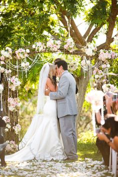 LOVE the arch with the hanging pearls and crystals! I WILL have something like this @ my wedding!
