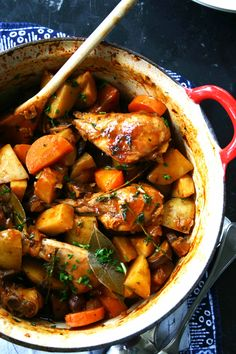 Coq a la bière (kip in bier) - Culy. Dutch Recipes, Cooking Recipes, Healthy Recipes, Rainbow Food, Braised Chicken, Beer Chicken, Caribbean Recipes, Coq, Pot Roast