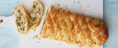 Pórek rozkrojte podélně na půl, důkladně vymyjte, osušte apokrájejte na nudličky. Poduste je na troše oleje takřka doměkka anechte vychladnout.... Quiche, Bread, Breakfast, Food, Morning Coffee, Brot, Essen, Quiches, Baking