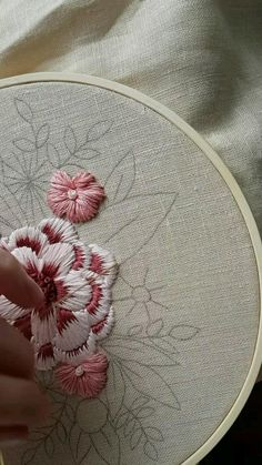Hand Embroidery Patterns Flowers, Embroidery Stitches Tutorial, Simple Embroidery, Crewel Embroidery, Hand Embroidery Designs, Ribbon Embroidery, Embroidery Kits, Silk Ribbon, Hands