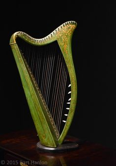 Old Irish Harp - Foter
