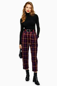 New in at Topshop burgundy check peg trousers Checked Trousers Outfit, Plaid Pants Outfit, Checkered Trousers, Peg Trousers, Winter Skirt Outfit, Karohosen Outfit, Striped Dress Outfit, Oufits Casual, Casual Outfits