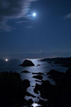 """""""Moon and Venus on the Sea of Blue Velvet"""" by masa5901 on Flickr.  Arafune coast, Wakayama, Japan.  荒船海岸 和歌山"""