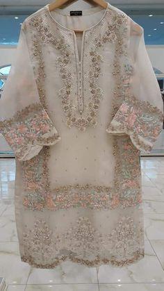 Pakistani Fashion Party Wear, Pakistani Dresses Casual, Pakistani Wedding Outfits, Pakistani Dress Design, Indian Dresses, Indian Fashion, Casual Dresses, Hijab Fashion, Women's Fashion