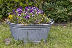 pot-en-zinc-jardiniere Lawn Maintenance, Wood Bridge, Household Items, Planter Pots, Plants, Diy Table, Table Lamps, Tricks, Google