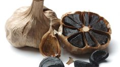 Black garlic is processed by using high heat to create the fermentation. This will lead the garlic to be shaped like a distinct black clove. Understood that fermentation is an ageing process, no fungi or What Is Black Garlic, Garlic Bulb, Garlic Pasta, Garlic Shrimp, Salud Natural, Natural Foods, Black Truffle, Capsicum Annuum, Garlic Recipes