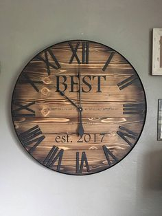 Beautiful rustic style clock with a charred edge! Clock Painting, Clock Art, Diy Clock, Clock Ideas, Pallet Furniture Designs, Diy Furniture Projects, Rustic Walls, Wooden Walls, Large Rustic Wall Decor