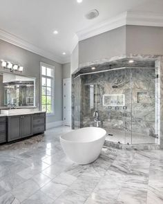 Green bathroom: complete guide to decorate this little corner - Home Fashion Trend Brown Bathroom, Master Bathroom, Big Houses, Dream Houses, Classic Bathroom, Home Decor Styles, Designer, House Plans, House Styles