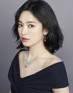 Song Hye Kyo Makes Maximum Statement in Minimalist Chaumet Jewelry Korean Beauty, Asian Beauty, Chaumet, My Hairstyle, Korean Actresses, Korean Actors, Korean Celebrities, Beautiful Asian Girls, Pretty Woman