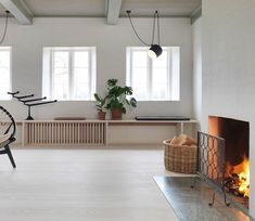 Dinesen Country Home Modern Classic Interior, Interior Simple, Style At Home, Thatched House, Nordic Home, Tom Dixon, Wood Accents, Beautiful Interiors, Home Fashion